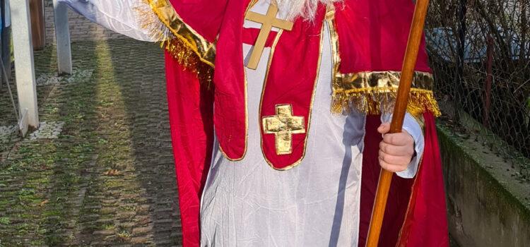 Der Nikolaus besucht die Schlosskinder